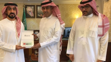 From left, Rashid Al Kous, executive director, EPA handing Dr Abdul Rahman Bin Nasser Al Assem, general manager, cultural affairs, Saudi Arabia the EPA's memorial shield