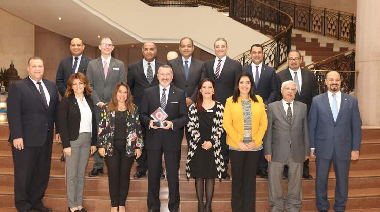 Dieter Franke with IHG Cairo Citystars leaders holding Business Traveller Award