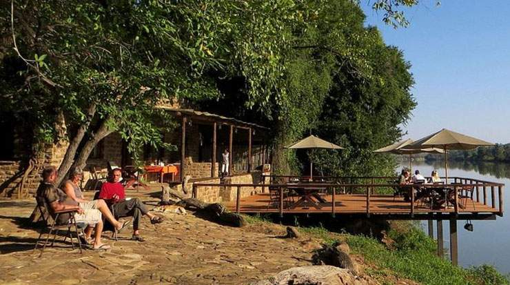Kunene River Lodge is located 50 km west of Ruacana Falls and 100 km east of Epupa Falls