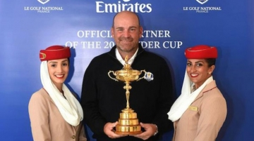 Emirates cabin crew with Thomas Bjørn, team captain, European Ryder Cup
