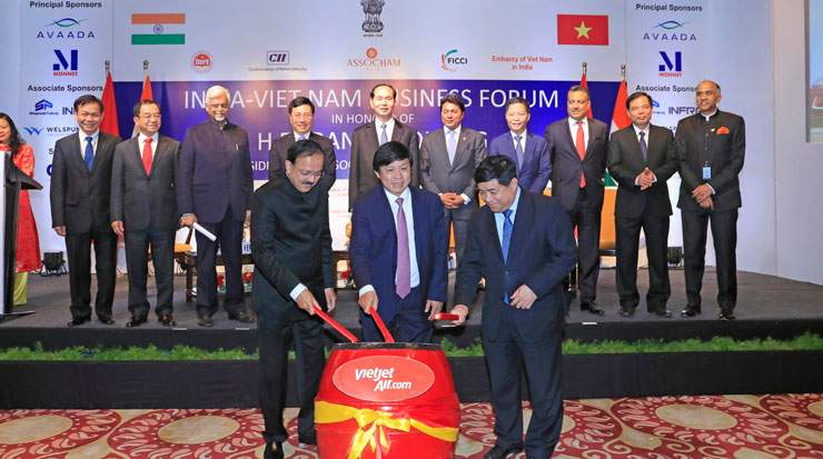 Officials from Vietnam and India celebrated VietJet's new route