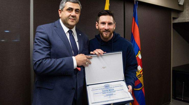 Pololikashvili presented the title to Messi during a visit to Barcelona