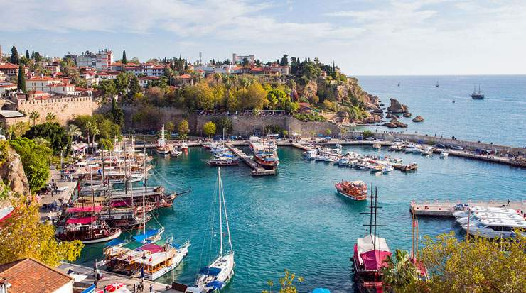 Antalya boasts 500 km of coastal lines and has more than a 600,000-room capacity