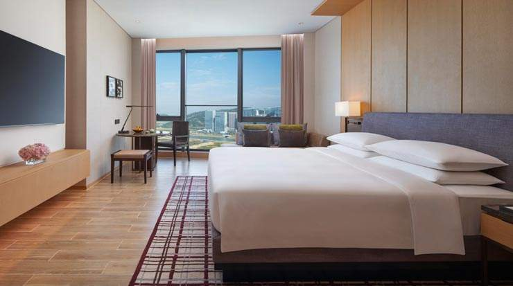 Guest room at Hyatt Regency Hengqin