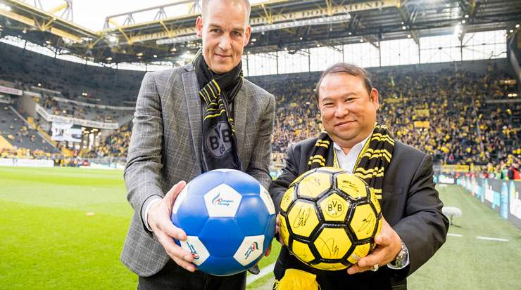 Carsten Cramer, director, sales and marketing, BVB and Prasarttong-Osoth at the club's Signal Iduna Park stadium