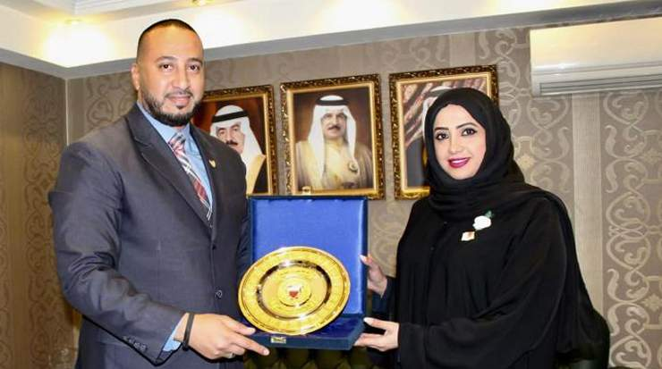 Wael Mattar, country manager Egypt, Gulf Air receiving an award from Kholoud Rashed Matar,  cultural counselor, Kingdom of Bahrain in Egypt